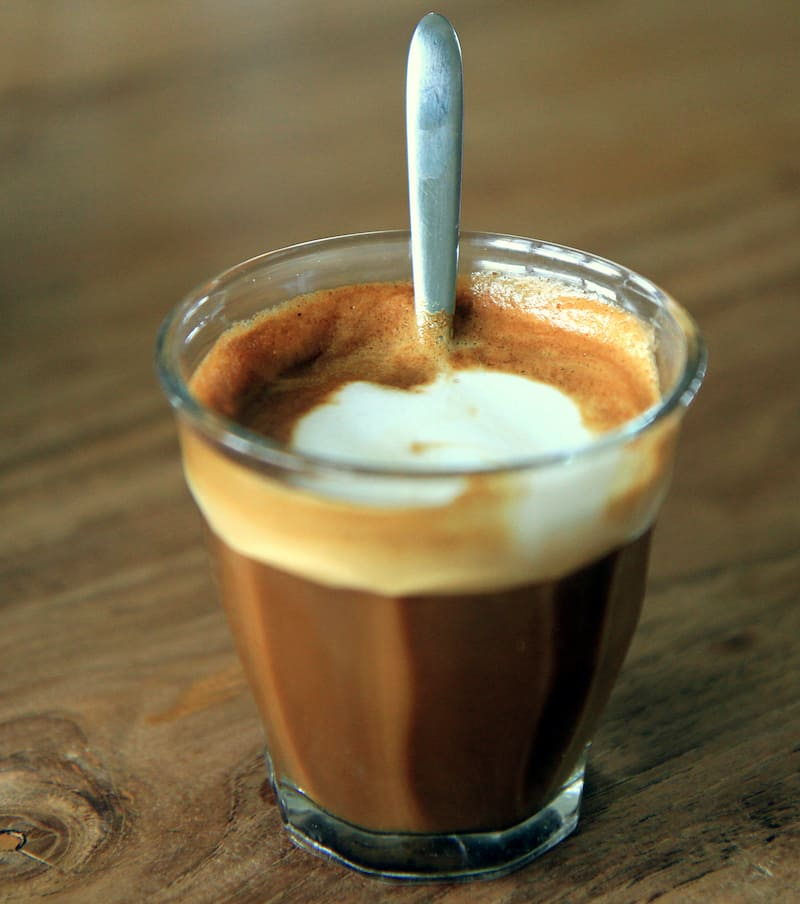 cortado vs latte - a photo of a cortado